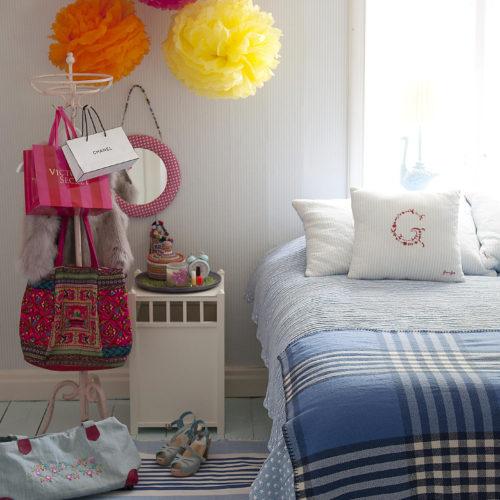 säng sängbord färg hemma hos